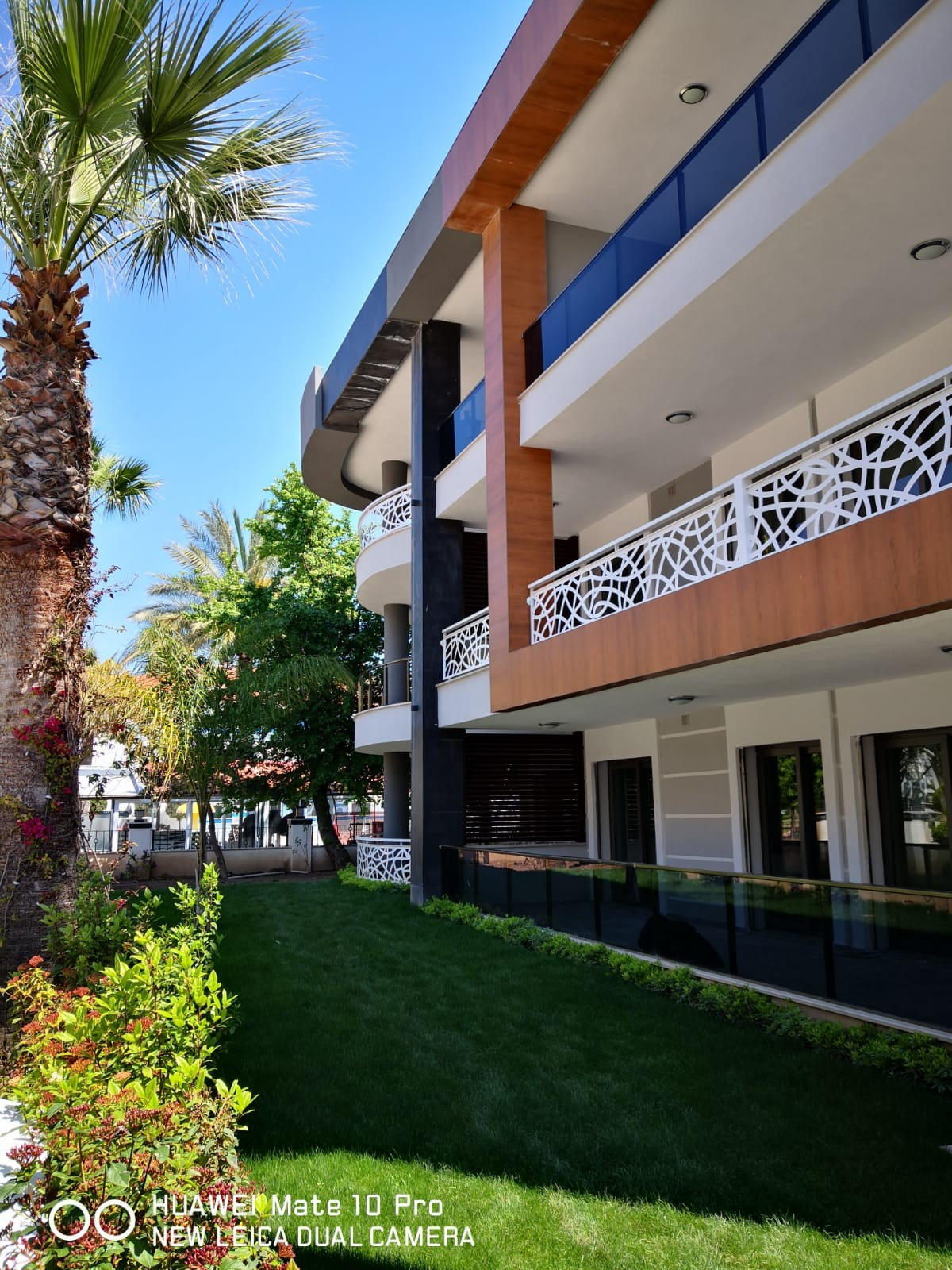 2 Bedroom Luxury apartment with pool, central Location