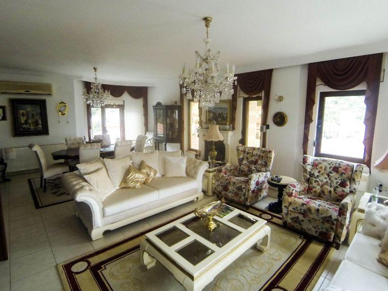Marmaris'te 5+1 Satılık Havuzlu, Deniz manzaralı Villa