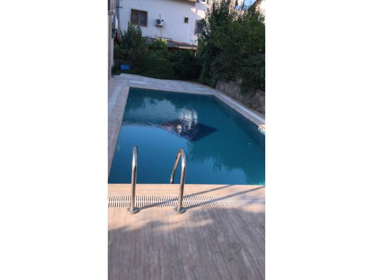 Marmaris  Armutalan'da havuzlu 2+1 eşyalı daire