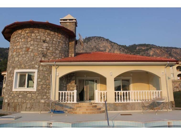 Dalaman da Doğa İçinde Muhteşem Göl Manzaralı villa